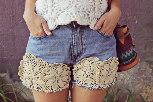 http://www.newnise.com/wp-content/uploads/2014/12/Cool-diy-lace-trim-summer-shorts-to-make-yourself.jpg