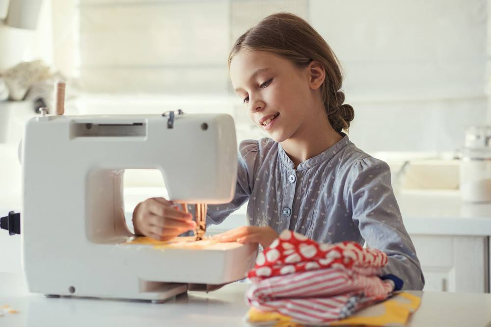 Best Sewing Machine For Kids Voted By Children And Their Mom Stunning How To Learn Sewing Machine